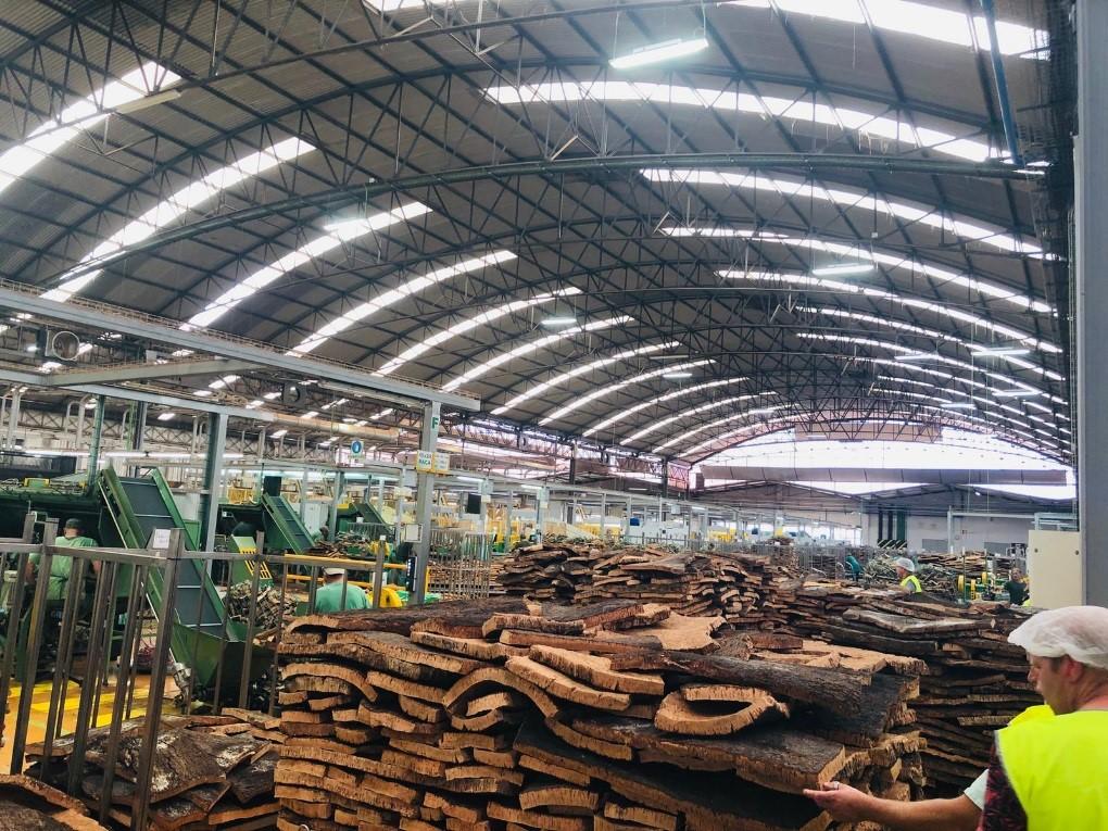 Kurkvloer leggen van vloerenfabrikant Amorim